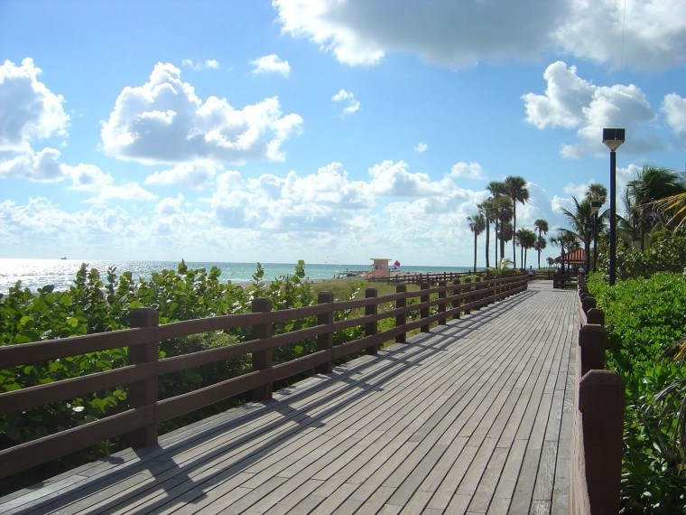 miami-beach-boardwalk-1520623-1600x1200